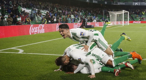 שחקני בטיס חוגגים את השני (La Liga)