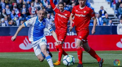 נורדין אמרבאט מנסה להגיע לכדור (La Liga)