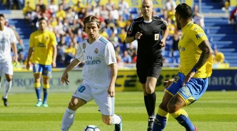 לוקה מודריץ' מוביל כדור (La Liga)