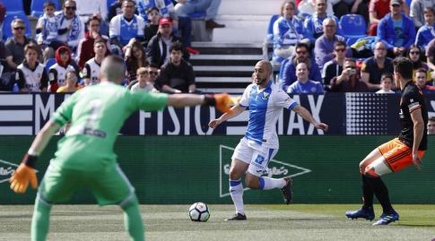 ז'אומה דומנק מכוון את שחקניו (La Liga)