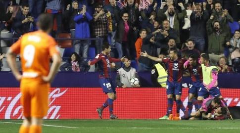 שחקני לבאנטה חוגגים (La Liga)