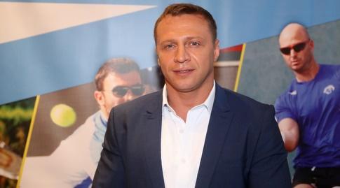 יואל רזבוזוב (שחר גרוס)