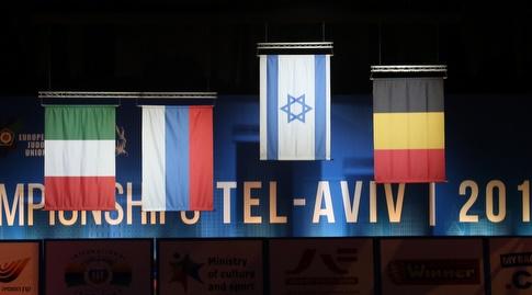 דגל ישראל מונף בגאון (שחר גרוס)