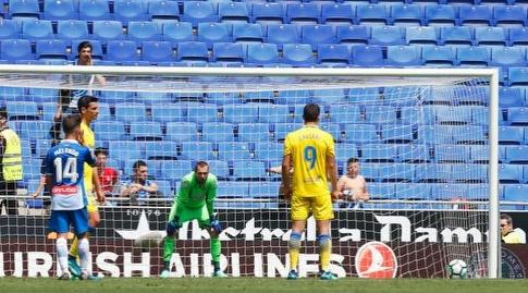 קאלרי ניגש לבעוט את הפנדל (La Liga)