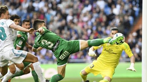 אונאי בוסטינסה מנסה להכניע את קיקו קאסייה (La Liga)