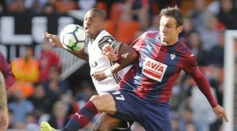 ג'ופרי קונדוגביה וקיקה גארסיה נאבקים (La Liga)