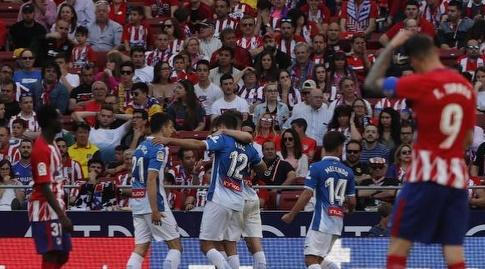 שחקני אספניול חוגגים את השער השני (La Liga)