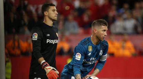 ראמוס מוציא את הכדור מהשער לאחר הפנדל (La Liga)