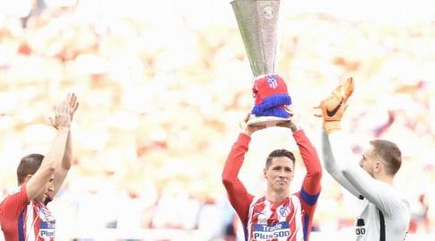 פרננדו טורס עם גביע הליגה האירופית (La Liga)