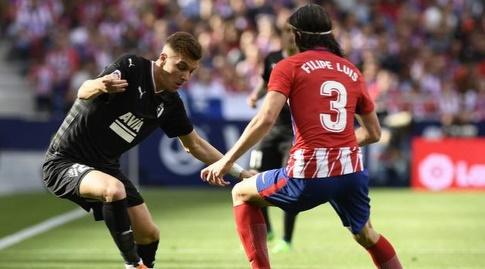 פליפה לואיס שומר על איבן אלחו  (La Liga)
