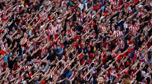 קהל אתלטיקו מדריד מודה לחלוץ (רויטרס)