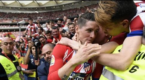 פרננדו טורס חוגג עם האוהדים (La Liga)