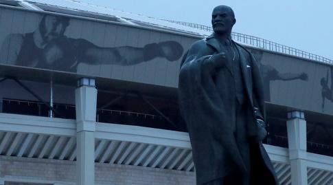 הפסל של לנין באצטדיון לוז'ניקי (רויטרס)