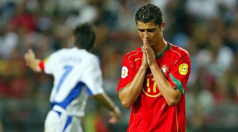 כריסטיאנו רונאלדו מאוכזב בגמר ב-2004 (רויטרס)