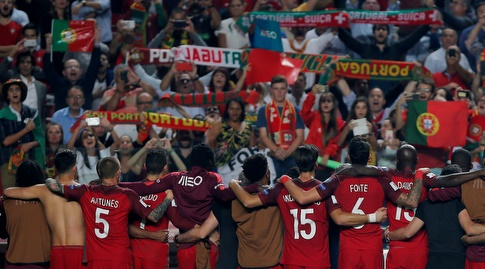 אוהדי נבחרת פורטוגל עם השחקנים (רויטרס)