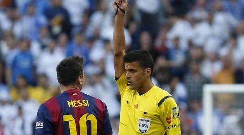 חסוס חיל מנסאנו שולף צהוב לליאו מסי (La Liga)