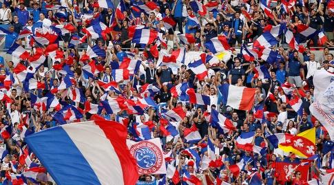 אוהדי צרפת באצטדיון בליון (רויטרס)