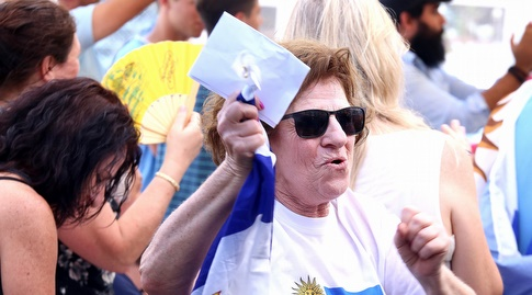 אוהדי אורוגוואי צופים במשחק (שחר גרוס)