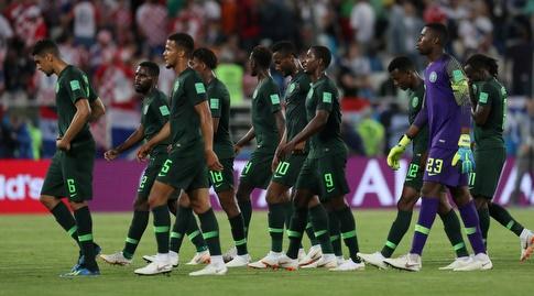 שחקני נבחרת ניגריה מאוכזבים אחרי ההפסד לקרואטיה (רויטרס)
