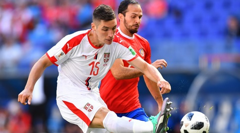 ניקולה מילנקוביץ' ומרקו אורנה נאבקים על הכדור (רויטרס)
