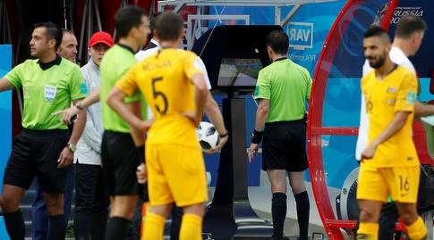 שופטי הווידאו מעניקים פנדל לנבחרת צרפת (רויטרס)