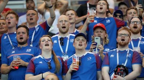 אוהדי נבחרת איסלנד (רויטרס)