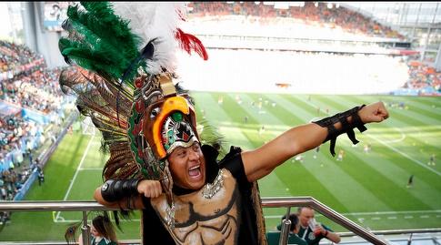 אוהד מקסיקני ביציע (רויטרס)