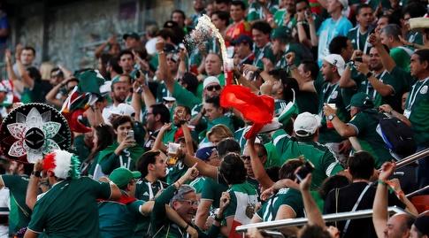 אוהדי נבחרת מקסיקו חוגגים למרות התבוסה (רויטרס)