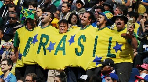 אוהדי ברזיל בתחפושת קבוצתית. ואם מישהו צריך לשירותים? (רויטרס)