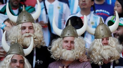 אוהדי איסלנד עם כובע הוויקינגים המפורסם (רויטרס)