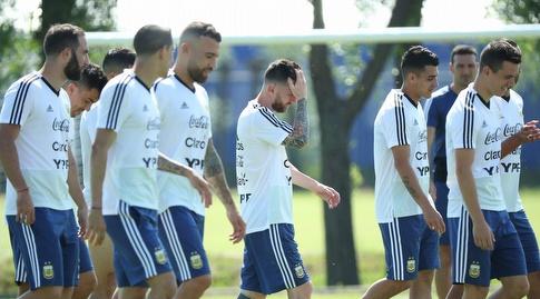 שחקני ארגנטינה באימון (רויטרס)