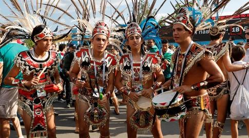 אוהדי מקסיקו רוקדים ברחובות (רויטרס)