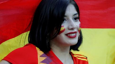 אוהדת ספרד ביציע (רויטרס)