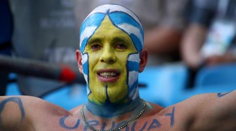 אוהד אורוגוואי ביציע (רויטרס)