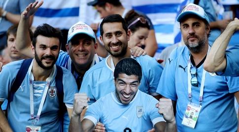 אוהדי אורוגוואי מהללים את הכוכב שלהם (רויטרס)