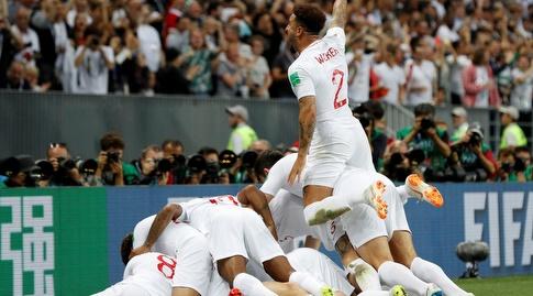 שחקני אנגליה חוגגים את השער (רויטרס)