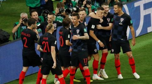 שחקני קרואטיה חוגגים את שער השוויון (רויטרס)