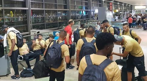שחקני אשדוד בשדה התעופה בסלובניה (דוברות מ.ס אשדוד)