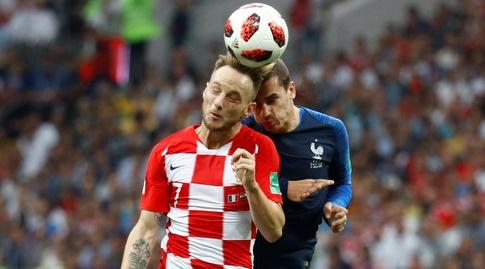 אנטואן גריזמן ואיבן ראקיטיץ' במאבק על הכדור (רויטרס)