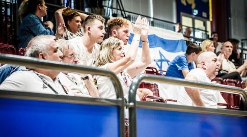 הישראלים ביציע (FIBA)
