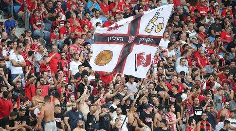 אוהדי הפועל חיפה, במועדון מצפים להתעוררות לקראת המשחק (רדאד ג'בארה)