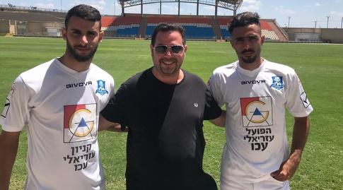 אליאן רוחנה (מימין) ונמיר אגא (משמאל) ביחד עם סוכנם, עידו קרן