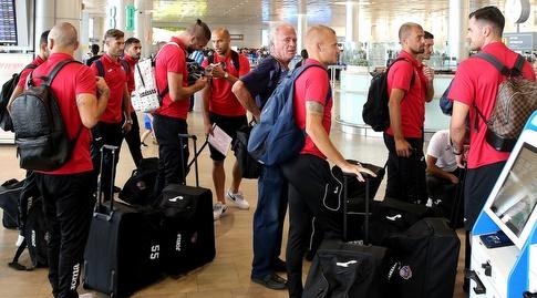 שחקני הפועל חיפה בשדה התעופה (שחר גרוס)