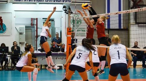 שחקניות נבחרת ישראל מול האיסלנדיות (חגי מיכאלי)