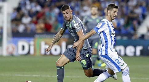 תאו הרננדס ורובן פרס במאבק על הכדור (La Liga)