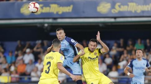 מריו גספאר מנסה להגיע לכדור (La Liga)