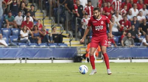 אחמד עאבד עם הכדור (איציק בלניצקי)