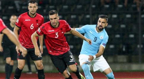 מונס דאבור במשחק באלבניה. משימה קשה מחכה לשחקני ההתקפה של הנבחרת (רויטרס)