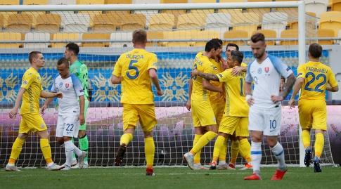 שחקני אוקראינה חוגגים את השער (רויטרס)