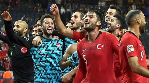 שחקני טורקיה חוגגים (רויטרס)